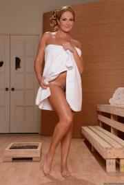 Elexis monroe sauna
