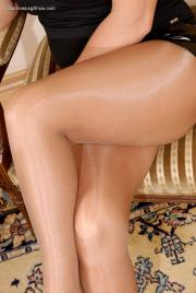 Lady-In-Pantyhose-Donna-t6pduq6gzi.jpg