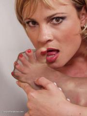 Lady In Pantyhose - Regina