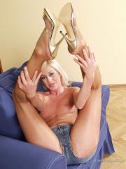 Lady In Pantyhose - Sierra 03