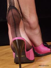 Lady-In-Pantyhose-Donna-r6pdupcam4.jpg