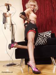 Nylon-Glamour-Donna-01-56pkn005v2.jpg