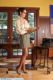 Office-Fantasy-2-Paula-02-x6rweu76ay.jpg