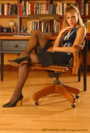Office-Fantasy-2-Vera-02-76rwp2rrnr.jpg