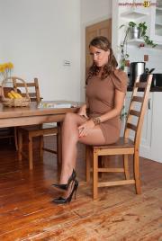 PH4U-Tammy-Lee-in-Shiny-Nylon-Pantyhosed-Ass-t6sh1ed3yl.jpg