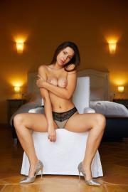 2018-11-19-MA-Angelina-Socho-in-Ample-56s8a5w3wq.jpg