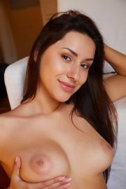 2018-11-19-MA-Angelina-Socho-in-Ample-s6s8a89wv3.jpg