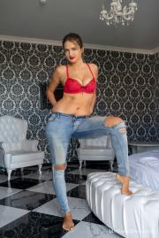 2018-11-19-MND-Dasha-in-Tight-Jeans-a6s8n2jakd.jpg