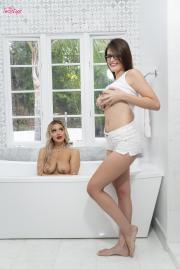 2018-11-22-WGP-Kylie-Page-%26-Michele-James-in-Bathing-Beauties-t6ta2hf1fe.jpg